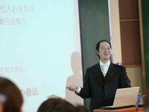 講演中の加藤社長
